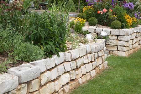 Gartenmauer_Gartensteine_aus_Beton