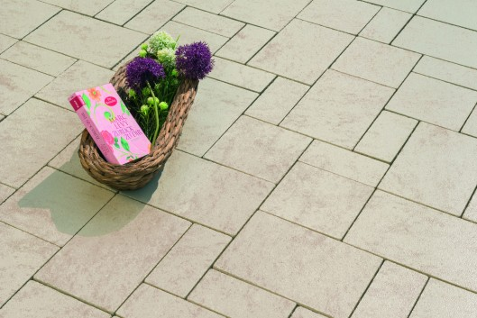 pflastersteine via latio perlmutt pe5 pflastersteine produkte terrassenwelt. Black Bedroom Furniture Sets. Home Design Ideas
