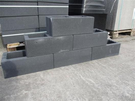Mauersteine 1B Mauerstein Basalt mit Glimmer